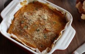Lasagne al sugo bianco di tofu, radicchio e noci con crema di zucca e besciamella aromatizzata al sesamo