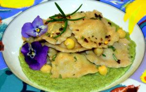 Agnolotti ripieni di ceci e peperoncino con crema di broccoli