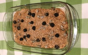 Filetti di triglia con olive capperi e sesamo