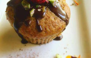 Muffin speziato con arancia e mele e colata di cioccolato dark