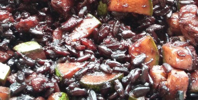 Riso nerone con merluzzo e zucchine
